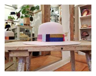 """""""Mondrian"""" breitrandiger Haarfilzhut mit einem Band aus bunten Ripsbändern aufwendig zusammengesetzt"""